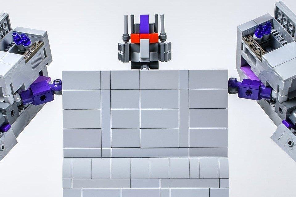 Incrível: veja um Super Nintendo de LEGO que vira robô